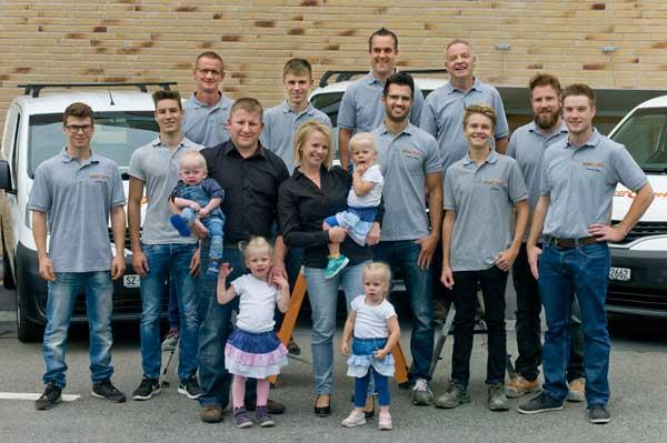 Das elektroueli-Team samt Nachwuchs. Wir sind gerne für Sie im Einsatz.
